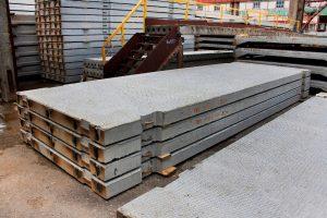 Sandėliuojamos betoninės kelio plokštės